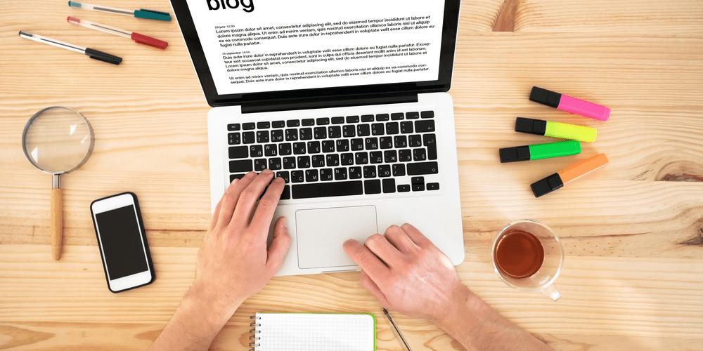 rédaction article sur ordinateur
