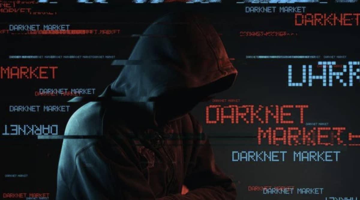 Homme devant le DarkMarket